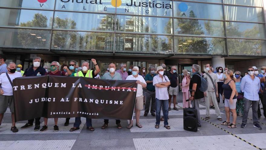 """Los víctimas piden que la jueza """"no admita presiones"""""""