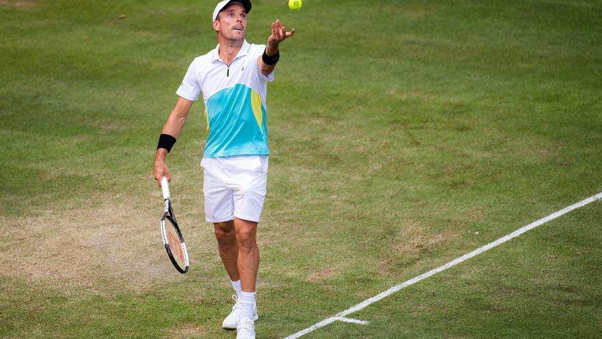 Bautista coge la bandera española en Wimbledon