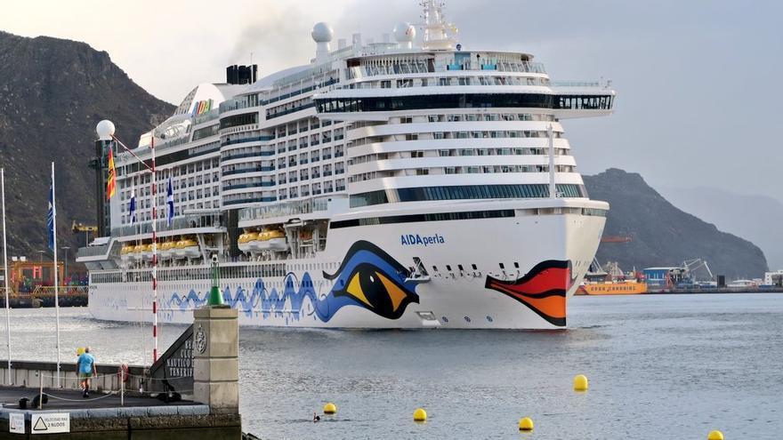 Tenerife acoge la primera escala del crucero 'AIDAperla' de la temporada