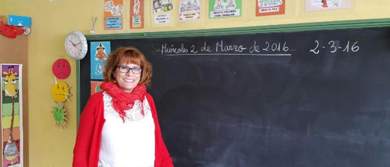 La directora del colegio Titerroy, en Arrecife, Marisol Felipe, en un aula.