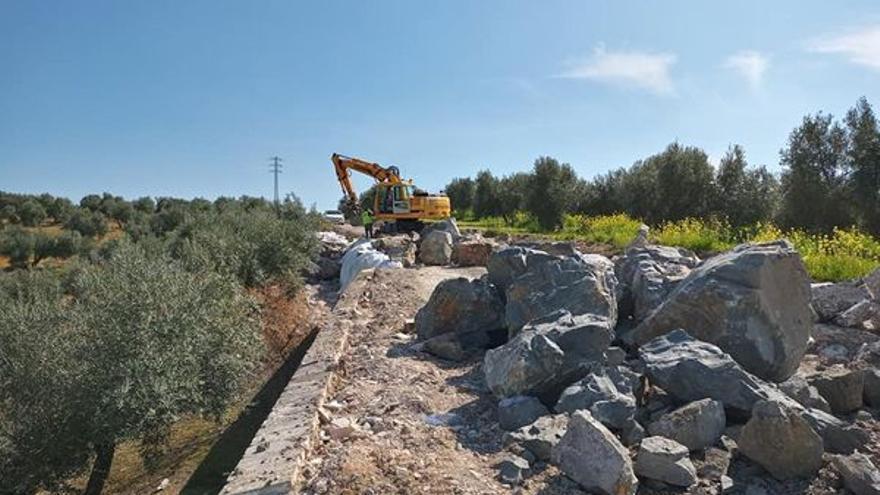 Comienza el arreglo del camino de la Trocha de Santiago al Pilar en Bujalance