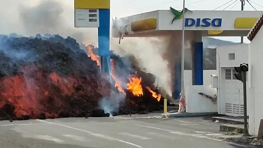 Así se tragó la lava del volcán de La Palma la gasolinera de La Laguna
