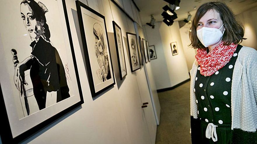 Mónica Solar expone su colección de miradas femeninas