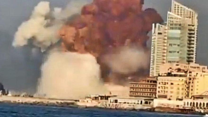 Primeros e impactantes vídeos de la fortísima explosión en Beirut