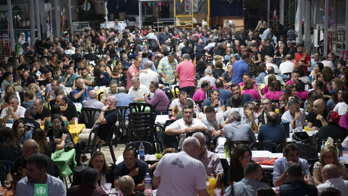Una imagen de las fiestas multitudinarias de Carlet, hoy imposibles.