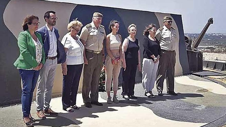 Tributo a los militares fallecidos en Alaior