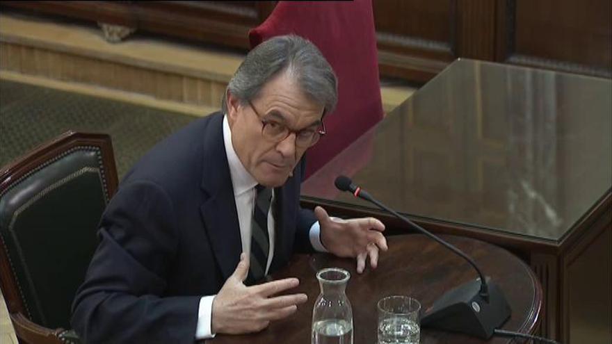 """Juicio del 'procés': Mas aconsejó a Puigdemont hacer el 1-O en un """"marco legal"""""""