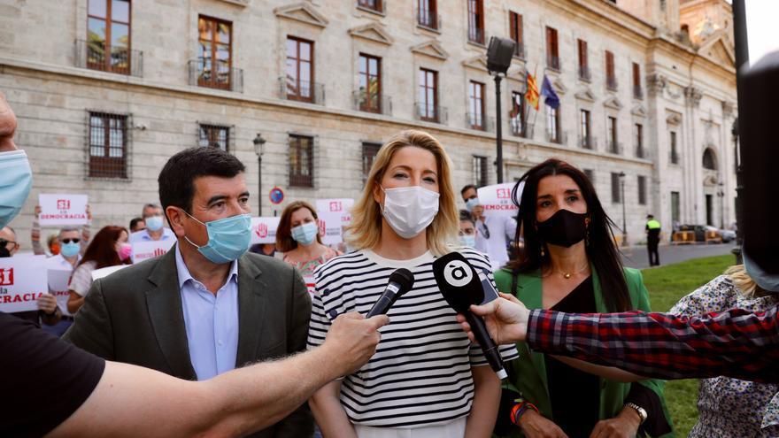 Ciudadanos se concentra ante la Delegación del Gobierno en protesta por los indultos
