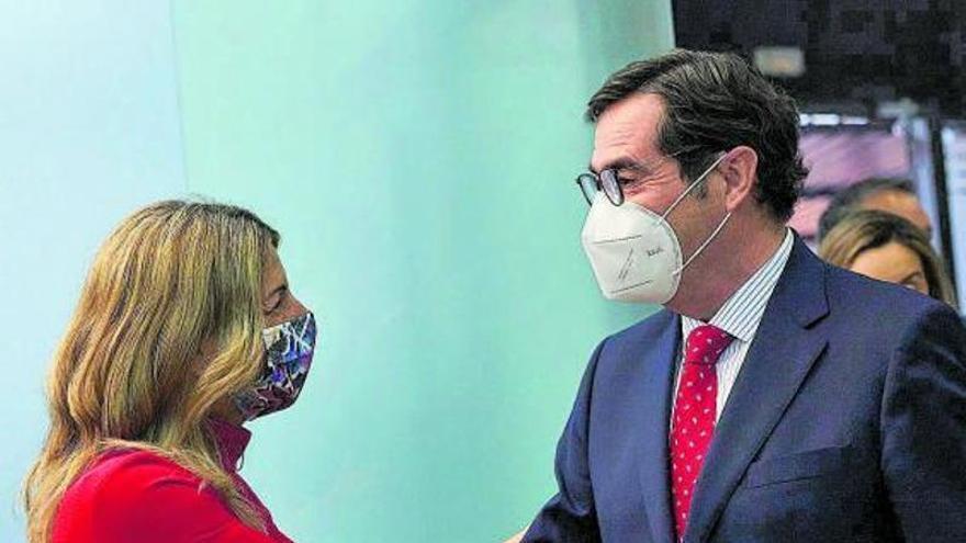 Díaz, dispuesta a subir el salario mínimo sin el acuerdo de la patronal