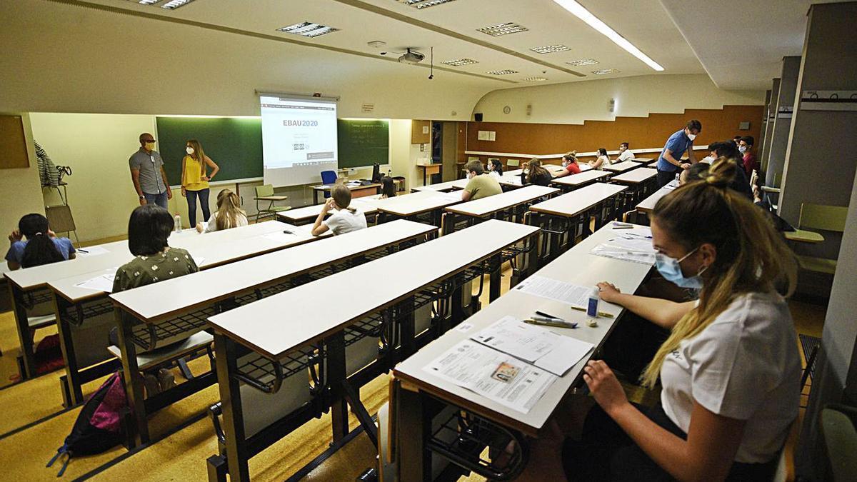 Pruebas de acceso a la universidad, en julio del pasado año, en Murcia. | ISRAEL SÁNCHEZ