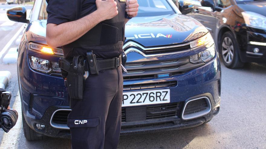 Ataca a policías tras irse sin pagar de una gasolinera de Palma porque le pidieron la mascarilla