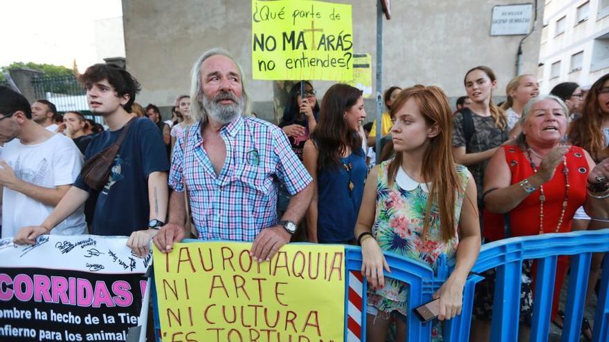 """La afición taurina grita """"libertad"""" tras la prohibición de matar al toro"""