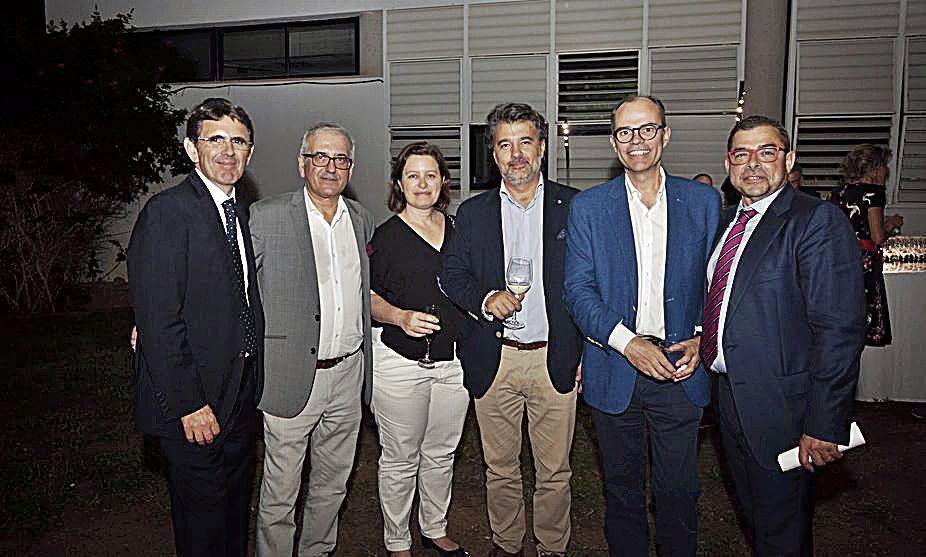 A. Calafell, del diario, con los representantes de Alcampo Juan Carlos Feliu, Xisca Fuster y Mateo Vidal; Sebastià Vidal, de Quo Next; y A. Glez., del diario.