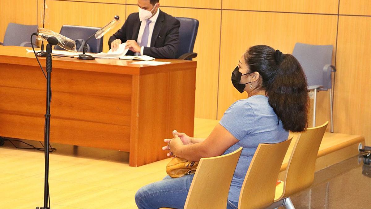 La acusada de intentar matar a su hija al responsabilizarla del acoso sexual de su padrastro. | I. CABANES