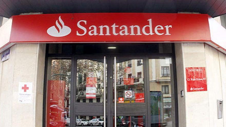 El Santander pacta bajas voluntarias con 50 días por año