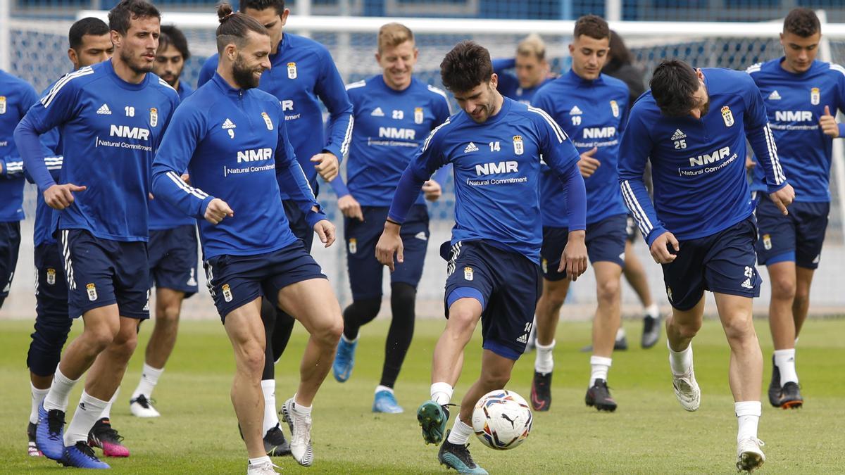 La plantilla del Real Oviedo, hoy entrenándose en El Requexón