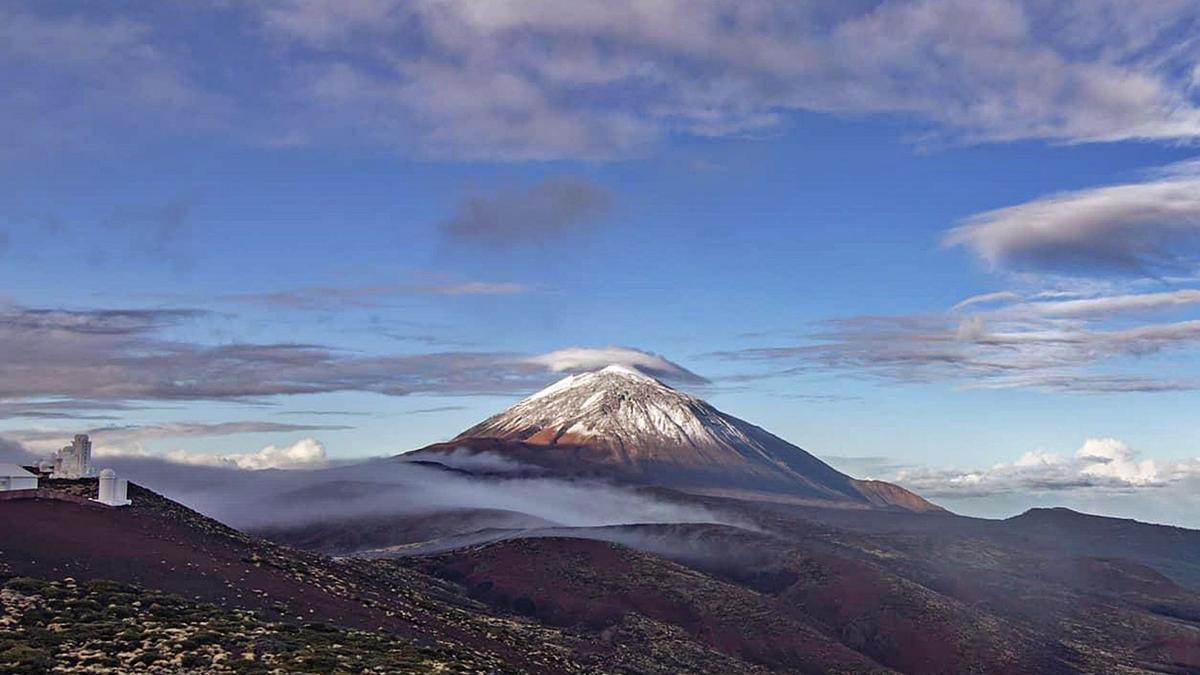 Esta era la imagen que ofrecía El Teide en las primeras horas de la mañana de ayer.
