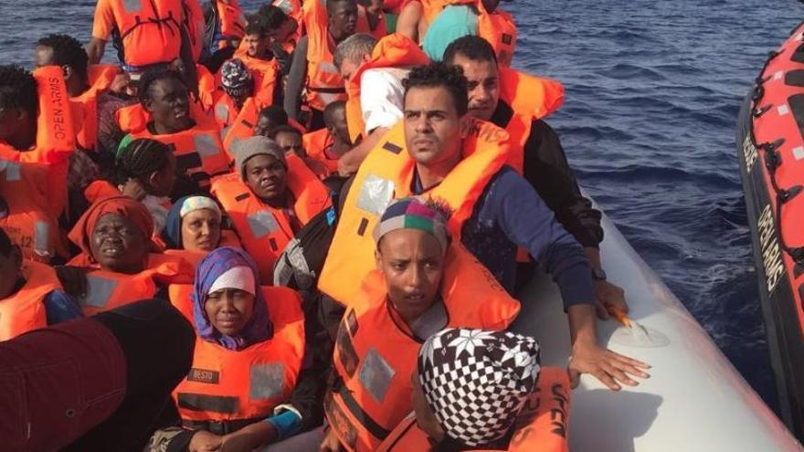 """Colau hará """"lo imposible"""" para evitar que los inmigrantes del Open Arms vayan a un CIE"""