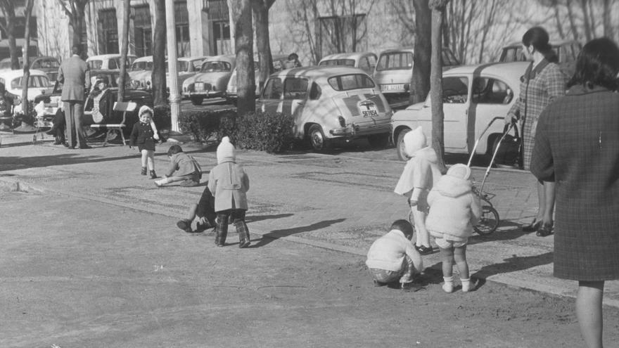 Entre columpios y bocadillos: así eran los parques de la EGB en Vigo
