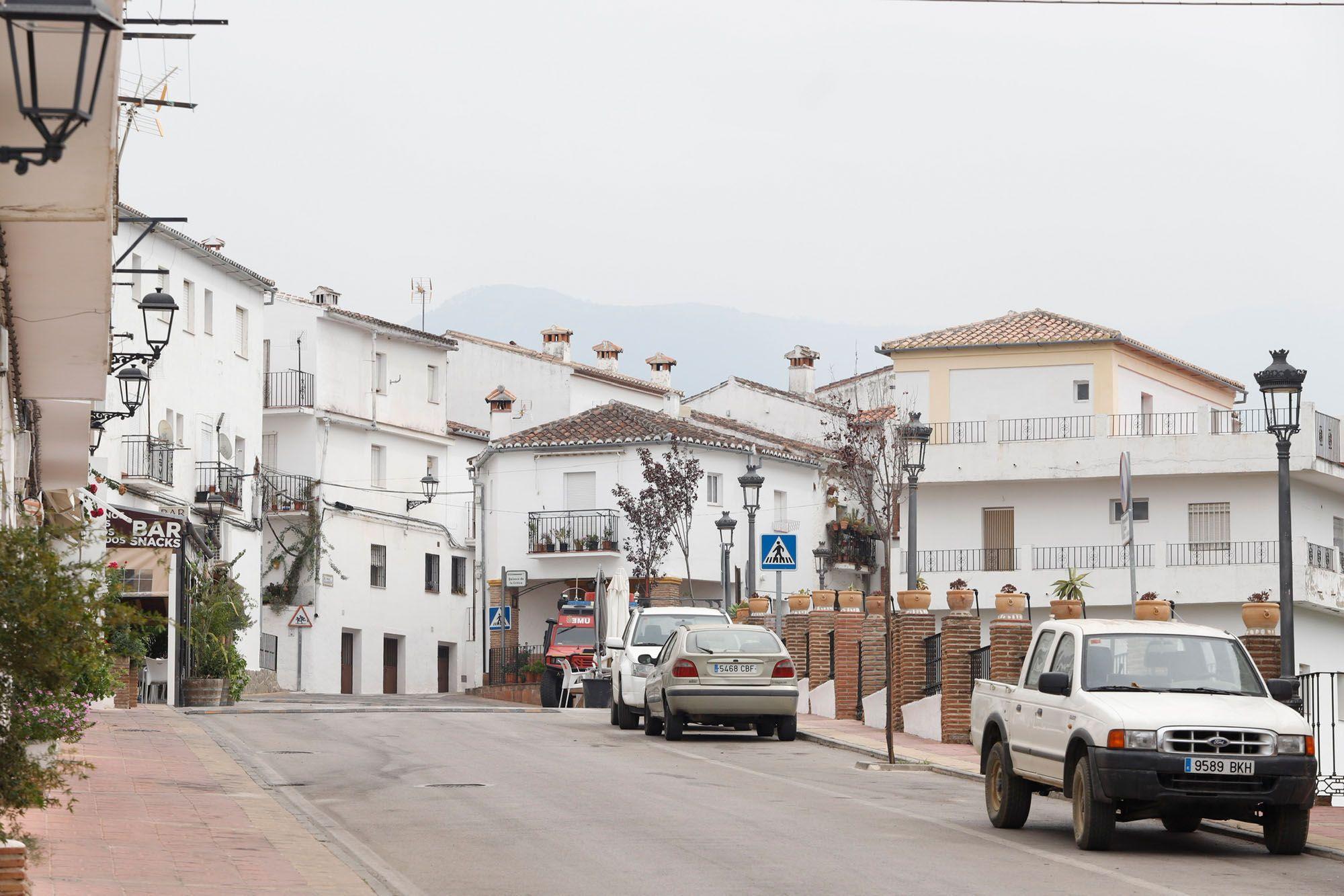 Jubrique, vacío tras su desalojo a causa del incendio de Sierra Bermeja