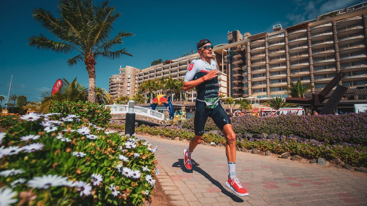 El campeón olímpico Jan Frodeno corriendo en Anfi del Mar.