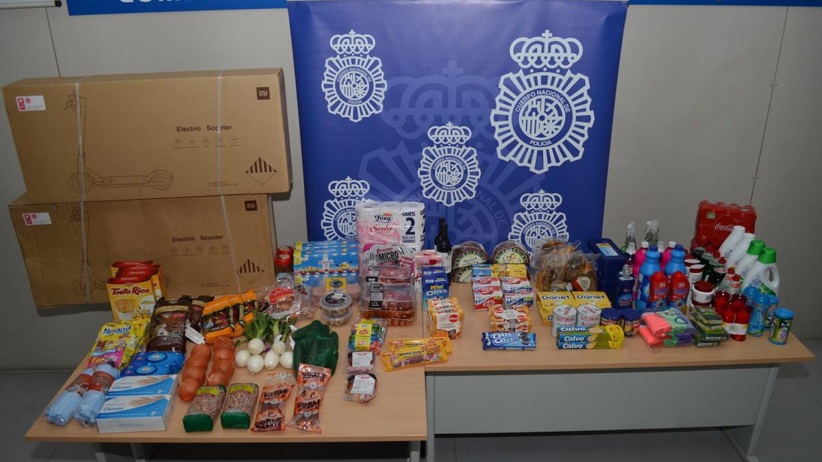 Material incautado por la Policía Nacional a los tres detenidos por robos en establecimientos comerciales
