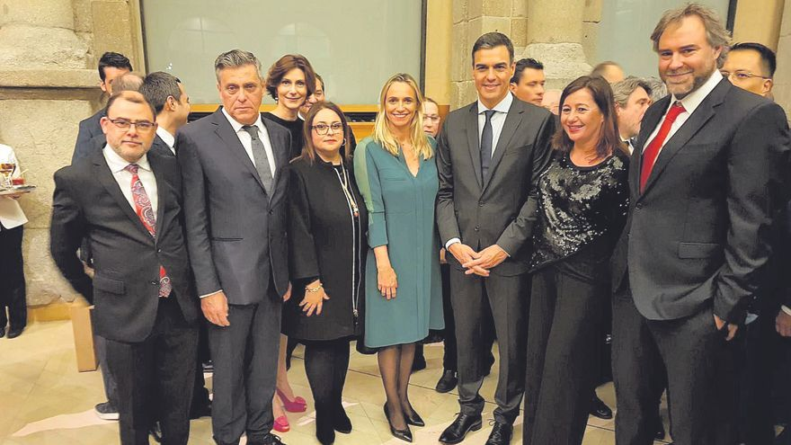 Ofensiva de los hoteleros contra Sánchez por dejar en el aire la temporada turística