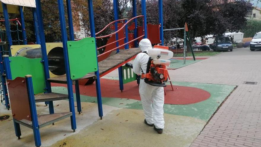 Laviana suma 35 contagios por covid, 25 de ellos de un brote procedente de dos adolescentes