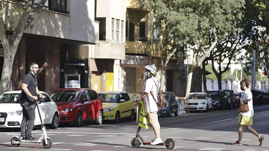 La ordenanza de circulación prohibirá  que los patinetes vayan por las aceras