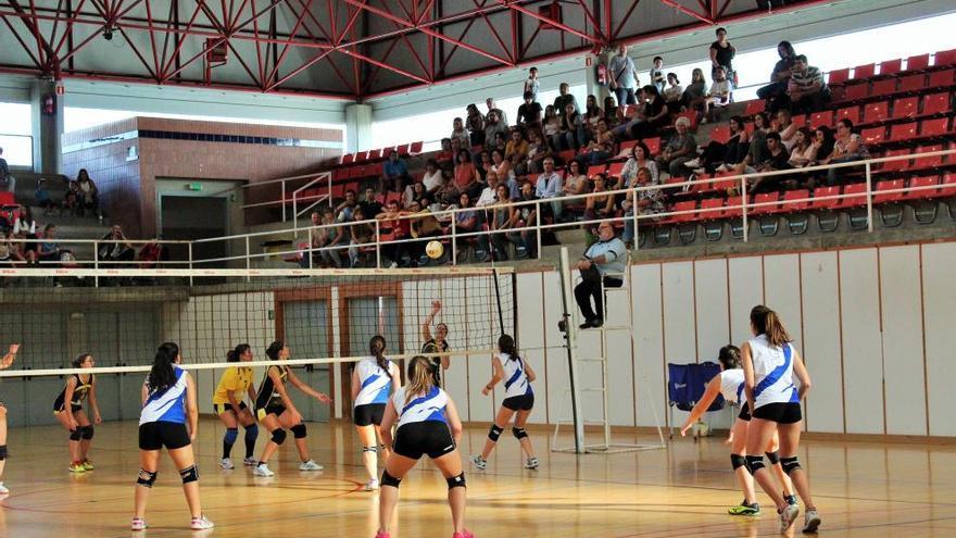 El Sant Pere s'emporta el derbi comarcal femení de voleibol