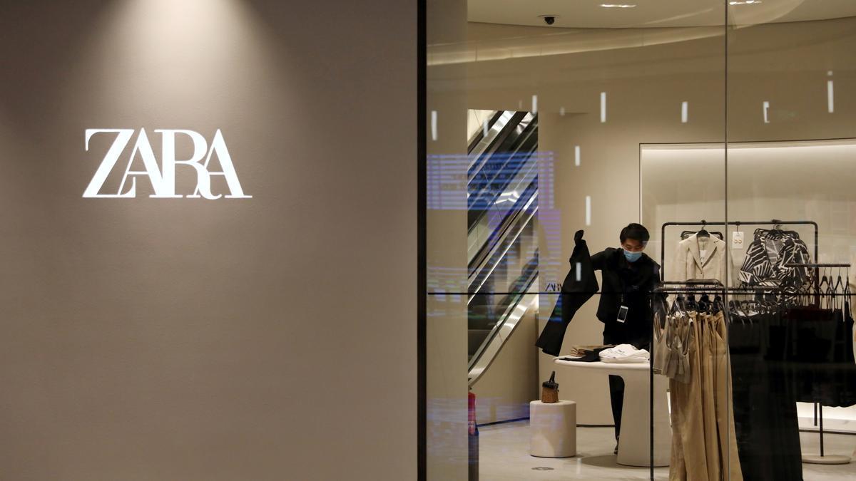 Entrada en un tienda de Zara en China