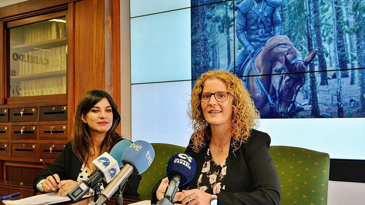 La exdirectora del proyecto, María José Manso (izquierda), con la consejera delegada de Sodepal, Raquel Díaz.     E.D.