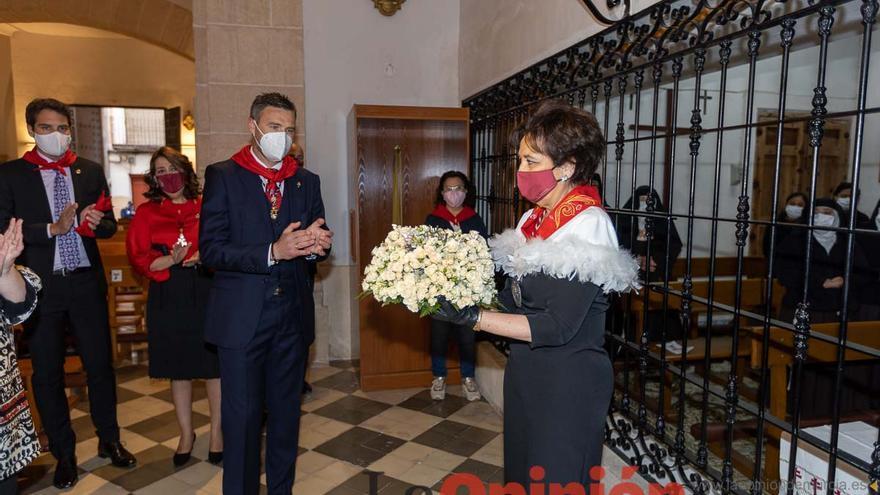 Recogida de la Bandeja de Flores en las monjas Claras