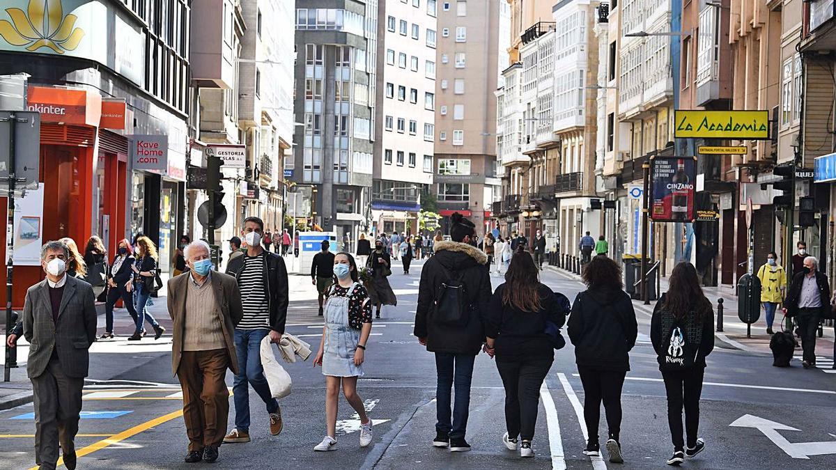 La calle San Andrés, peatonalizada por el Concello los fines de semana, ayer.