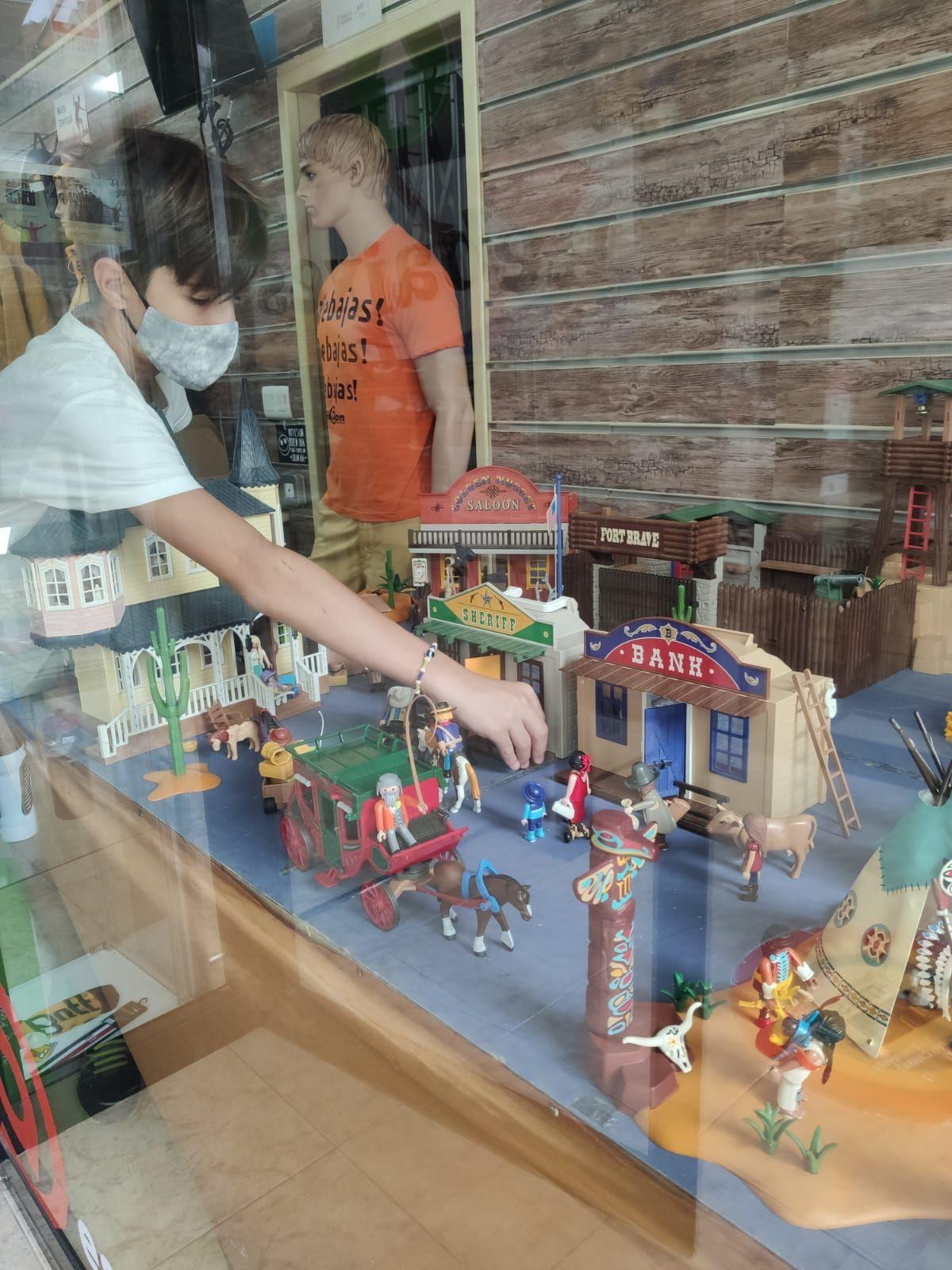 Los Playmobil luchan en Castellón contra una rara y grave enfermedad