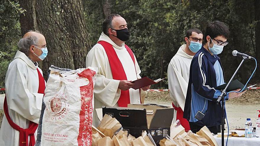Els Hostalets de Pierola recupera el seu aplec amb la tradicional missa i la benedicció de panets
