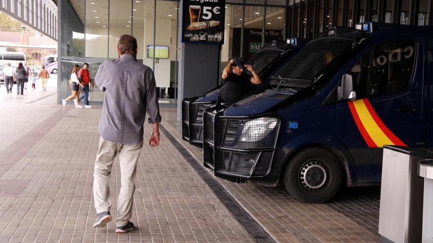 Més presència policial a l'Aeroport del Prat, el Port de Tarragona i l'estació de Sants