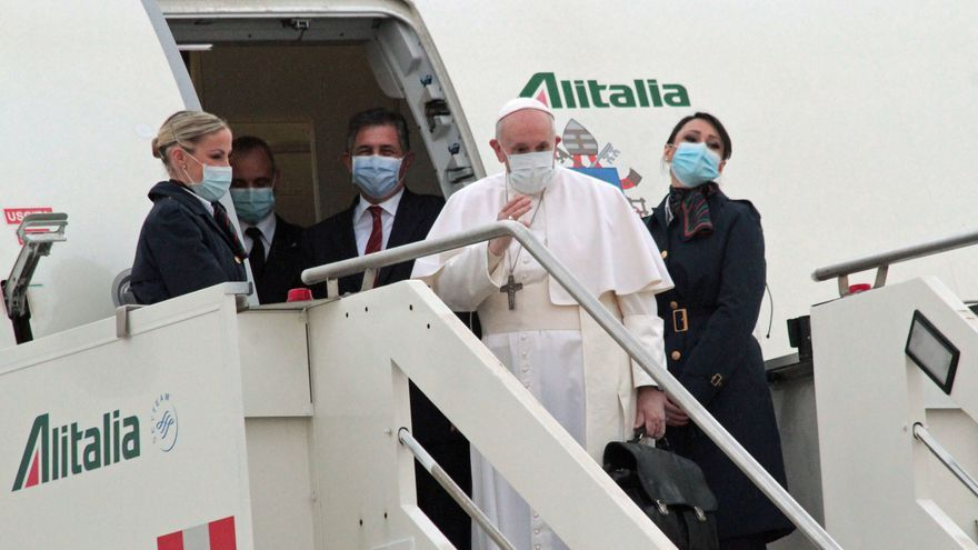 """El papa Francisco llega a Irak: """"Era un deber visitar esta tierra martirizada"""""""