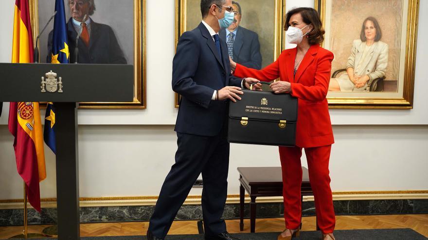 Carmen Calvo traspasa la cartera de Presidencia a Félix Bolaños