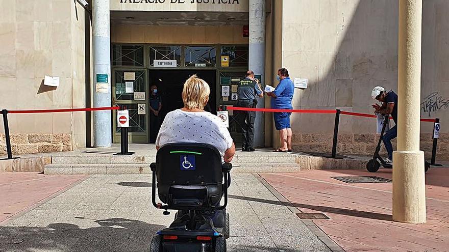 Una mujer con discapacidad acusa a un vecino por daños y amenazas de muerte