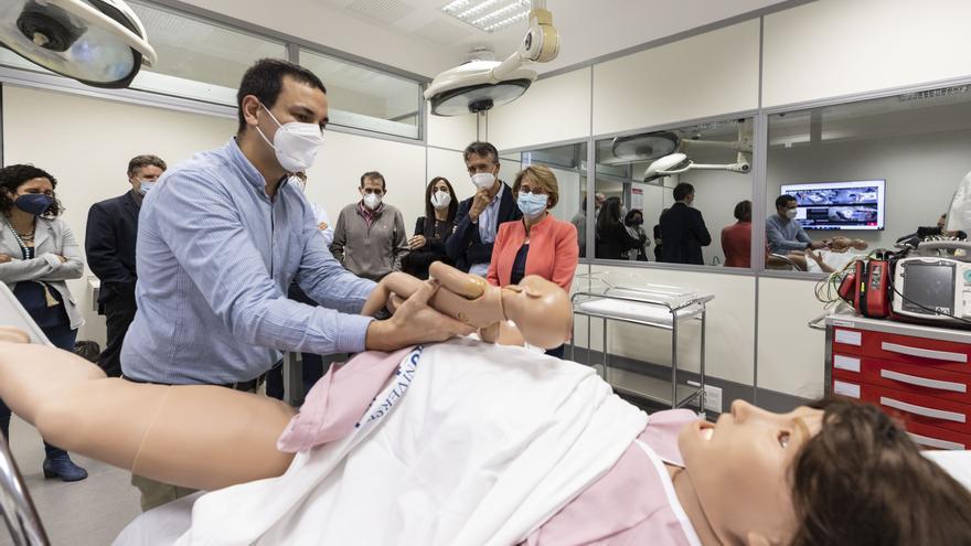 Lucina, la mamá virtual con la que los alumnos de Medicina de la UJI se entrenarán para atender partos
