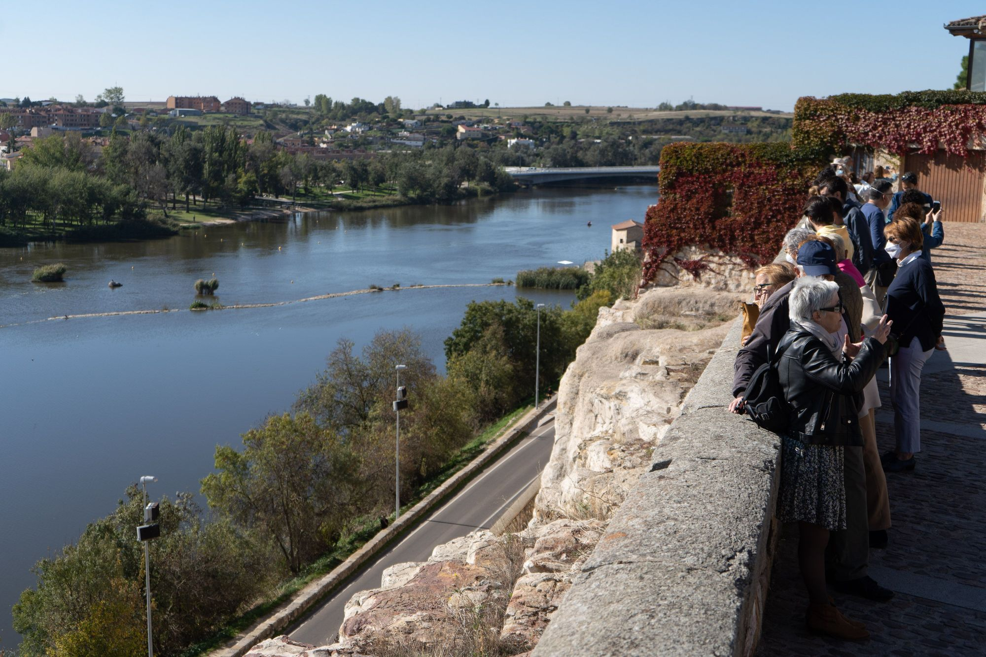 GALERÍA   Los turistas devuelven a Zamora durante el puente del Pilar el aspecto previo a la pandemia