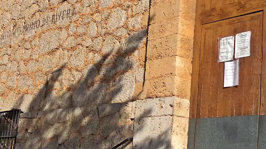 Las parroquias de Gènova y del Molinar conservan aún inscripciones franquistas
