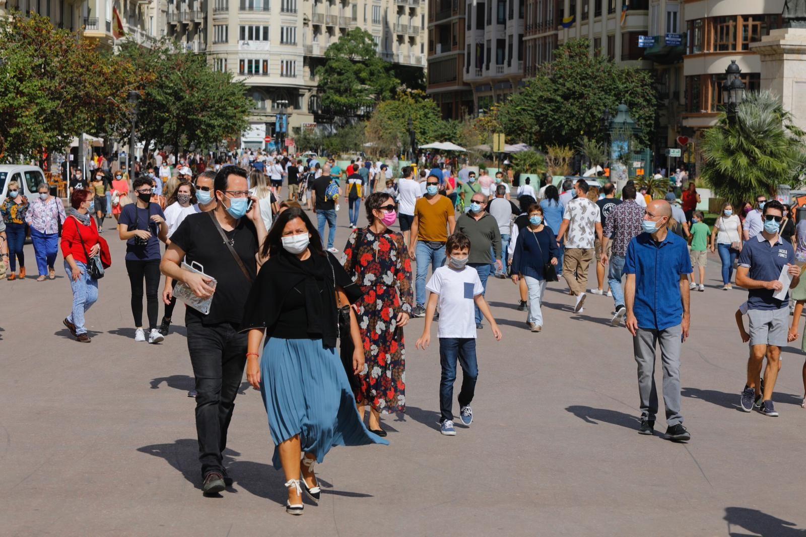 Adelantan la mascletà del 9 d'Octubre ante la aglomeración de gente en la plaza del Ayuntamiento