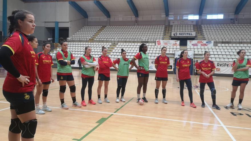 La selección española de balonmano llega a Llíria para preparar el Preolímpico