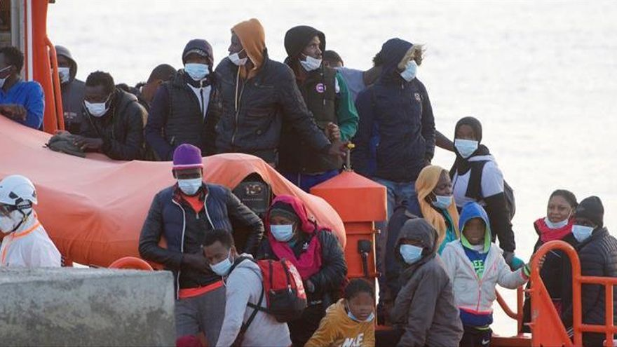 Rescatados 71 inmigrantes a la deriva cerca de Fuerteventura