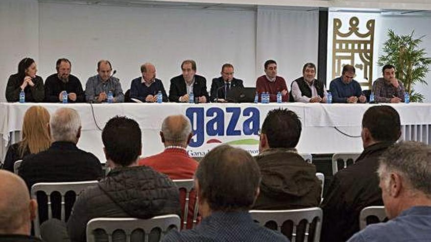 Asamblea extraordinaria celebrada ayer para decidir el futuro de Leche Gaza.