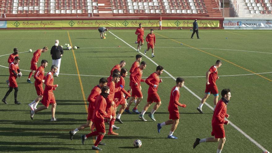 El Atletico Saguntino ya entrena en el campo del CD Acero