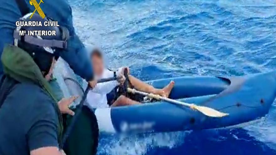 Rescatado un hombre que estaba en apuros con su kayak en Playa Blanca