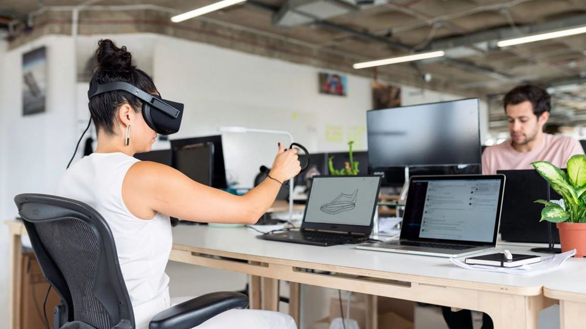 La digitalización plantea retos estructurales para las empresas, que deben tecnologizar sus negocios y reestructurar sus prácticas y relaciones con sus agentes colaboradores.
